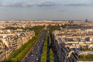 خیابان شانزلیزه به عنوان یکی از معروفترین جاهای دیدنی پاریس