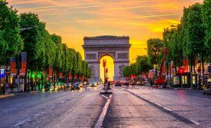 طاق پیروزی یکی از جاهای دیدنی پاریس