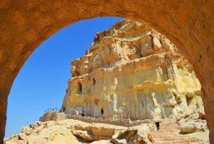 غار خربس از جمله جاهای دیدنی قشم
