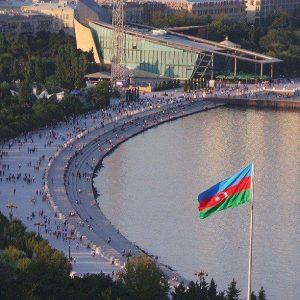 بلوار ساحلی یکی از جاهای دیدنی باکو