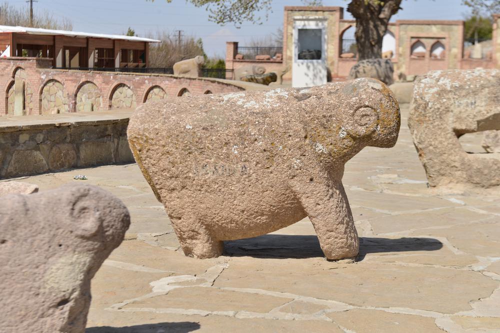 سفر به نخجوان و بازدید از هنر ایرانی قوچ های سنگی با قدمت هزار ساله