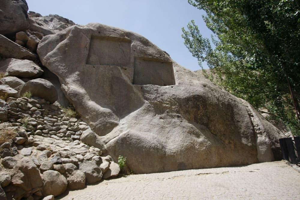 گنجنامه یکی از جاهای دیدنی همدان