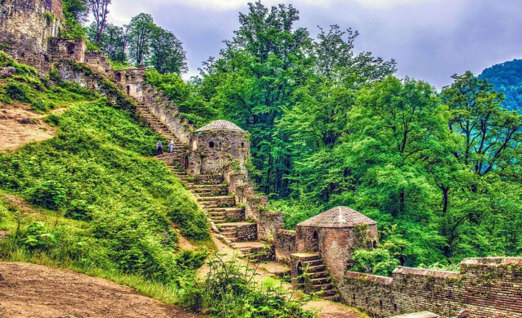 قلعه دیدنی هزارپله در فومن
