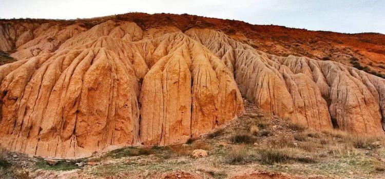 دره هفت غار از دیدنی های نیشابور